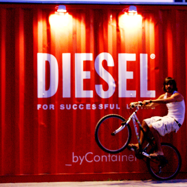 container-custom-Pop-Up-Store-Diesel-Sant-Antoni-Ibiza-1