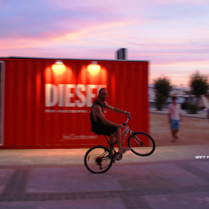 container-custom-Pop-Up-Store-Diesel-Sant-Antoni-Ibiza-2