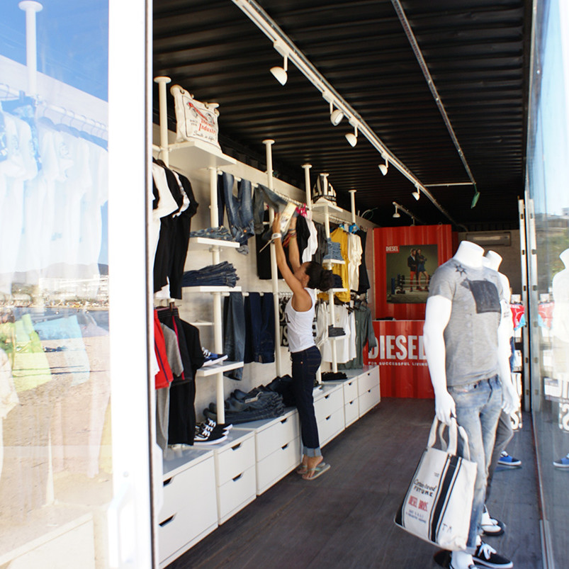 container-custom-Pop-Up-Store-Diesel-Sant-Antoni-Ibiza-4