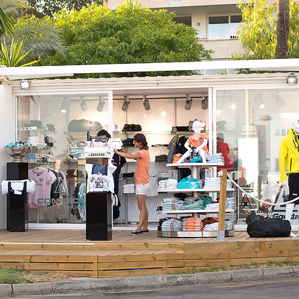 container-custom-Pop-Up-Store-Gaastra-Puerto-Portals-Mallorca-1
