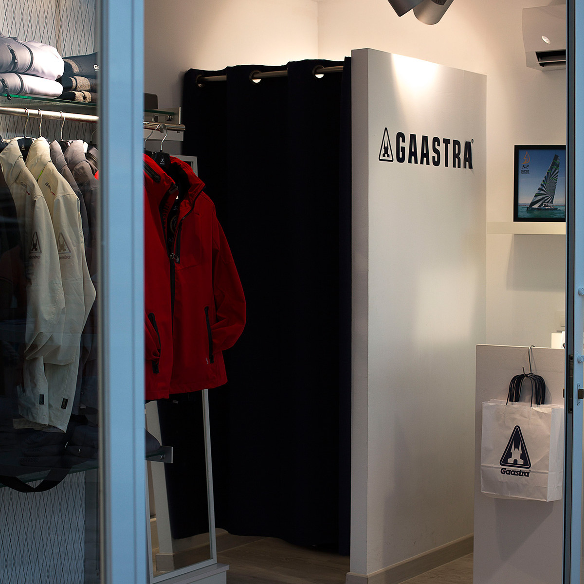 container-custom-Pop-Up-Store-Gaastra-Puerto-Portals-Mallorca-6